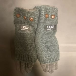 NWT UGG Charcoal Gray Tech Mittens